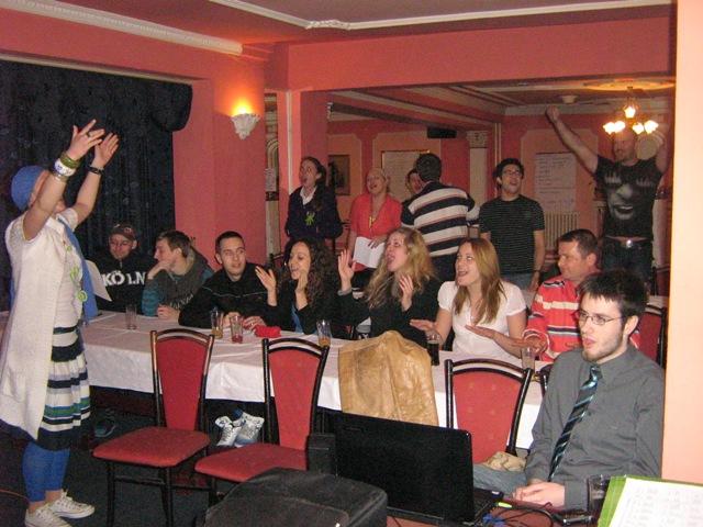 36-presentation-singing-live