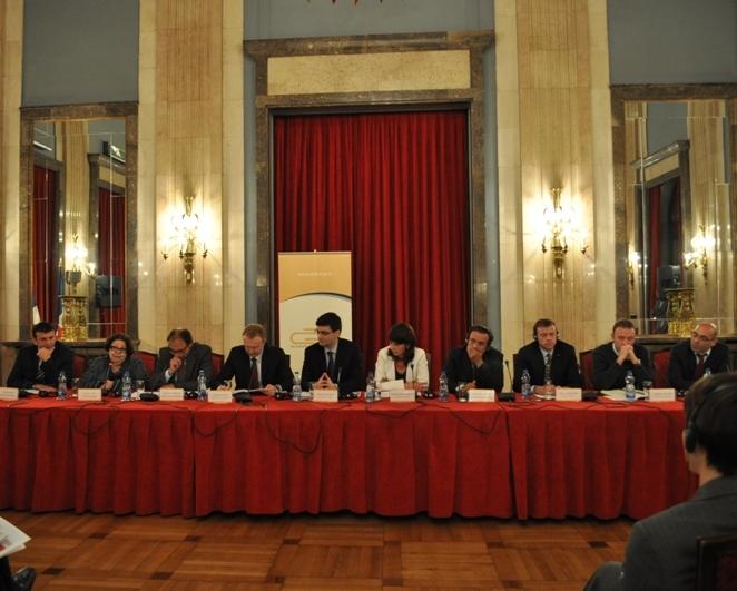 """Izveštaj sa prezentacije godišnjeg Izveštaja o stanju ljudskih prava LGBT osoba u Srbiji za 2010. godinu - """"Korak po korak"""""""