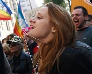 Mina-Pavlovic-protest-Dosta-Je_foto-NaDlanu