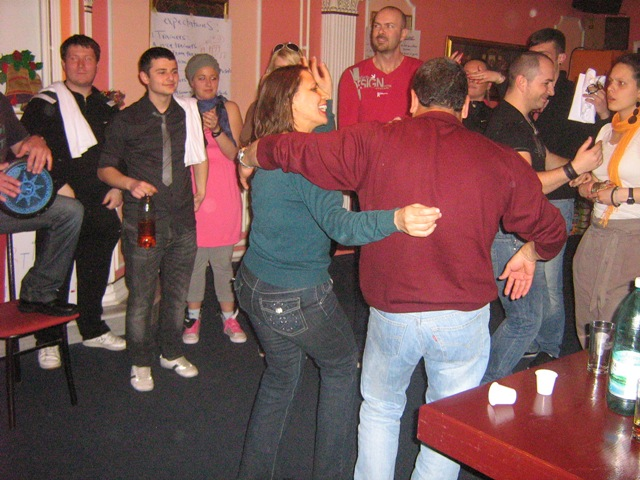 14-multicultural-evening-dancing-to-music-of-israel