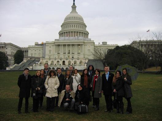 04-delegati-iz-srbije-ispred-kapitola