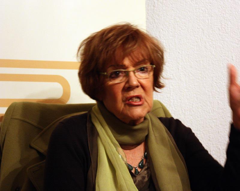 Vesna Pešić osudila pretnje smrću članstvu i rukovodstvu Gej strejt alijanse